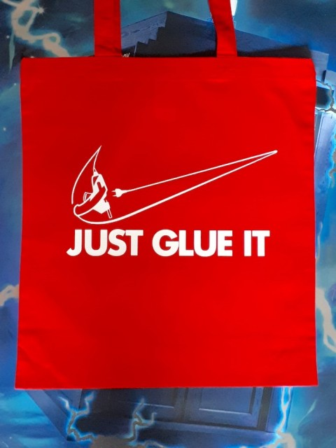 "Handlenett / veske med teksten: ""Just glue it""."